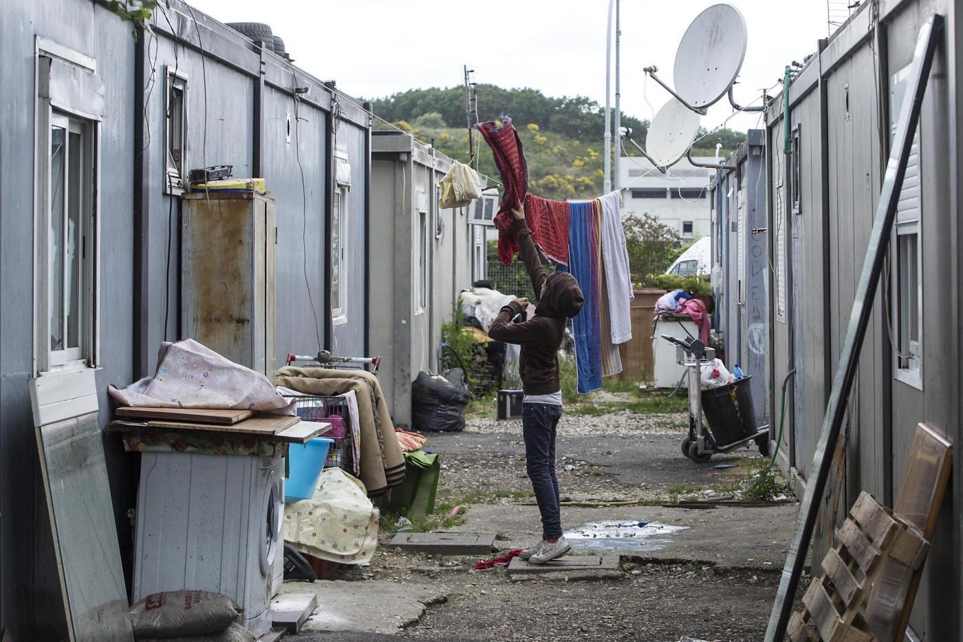 Gianni Alemanno illustra provvedimenti sui rom al campo nomadi di via Candoni