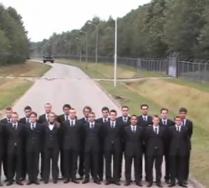 Olanda, carrarmato testa i freni inchiodando davanti a decine di persone
