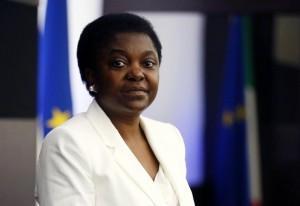 """Cecile Kyenge: """"Sono nera e ministro, una sfida ai razzisti"""". Risposta alla Lega"""