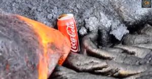 Lattina di Coca Cola inghiottita dalla lava