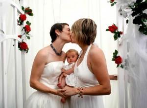 Austria, le coppie lesbiche potranno avere figli da donatori di sperma