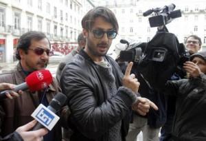 """Fabrizio Corona """"nel 2004 evase 488mila €"""". Cassazione condanna ad un altro anno"""