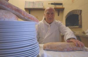 Bergamo, Mario Donzelli è morto a 86 anni: portò per primo la pizza a Bergamo