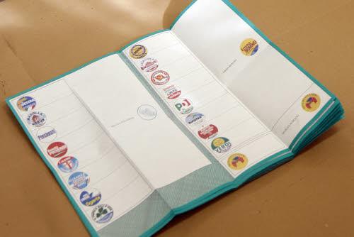 Elezioni regionali - voto al seggio di Renata Polverini