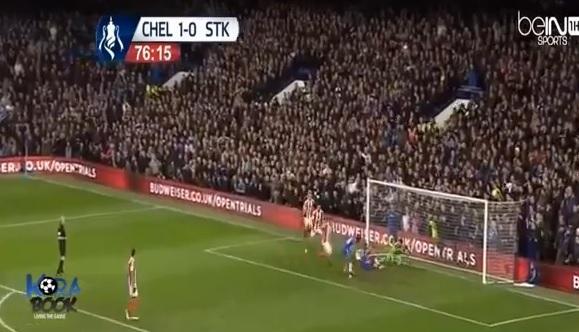 Eto'o, errore clamoroso sotto porta in Chelsea-Stoke City (video)