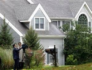 La casa dove è stata trovata morta la famiglia