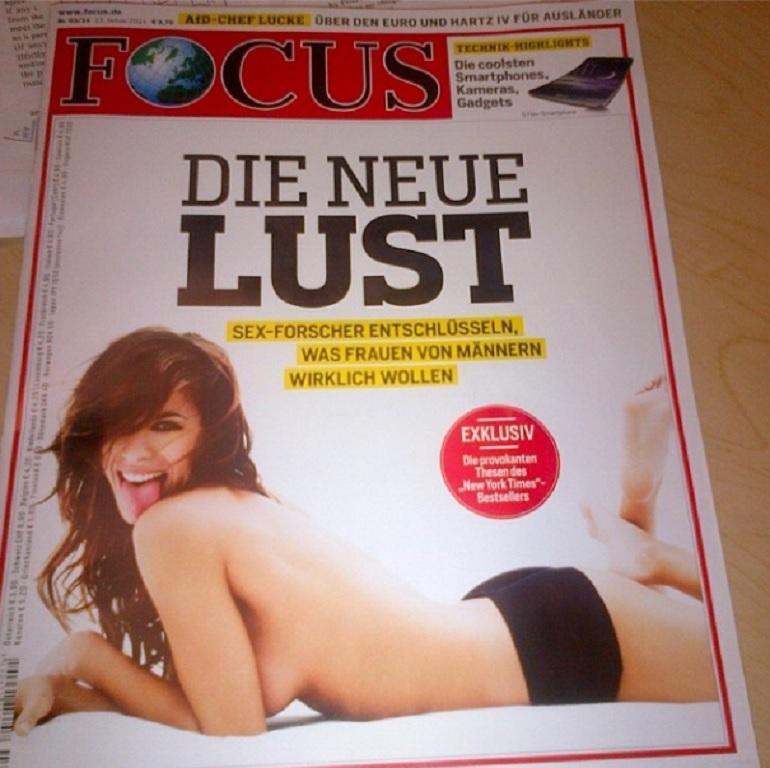 """Elisabetta Canalis in topless su Focus. """"Il mio contributo alla scienza"""" (foto)"""