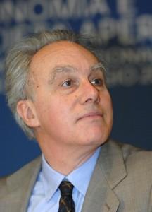 """Poste private """"per finta"""", Governo incapace di tagliare. Francesco Giavazzi sa"""