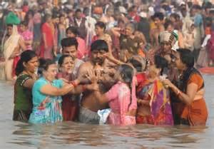 Il bagno sacro a Gangasagar