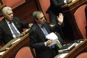 """""""Vendola: No patti col diavolo? Senza Berlusconi non si cantano Messe"""": Gasparri"""