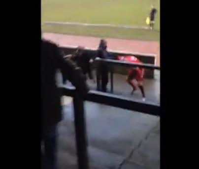 Gb, espulso tenta di picchiare un tifoso (video)