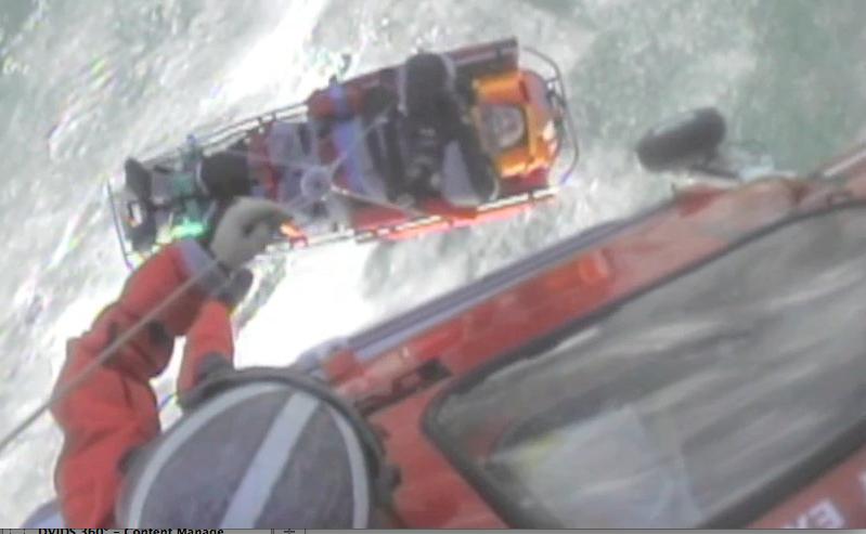 Canada, Guardia Costiera salva uomo bloccato nel lago ghiacciato