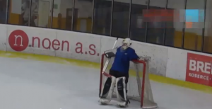 Portiere di hockey ubriaco riesce a salvare la porta