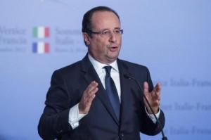 Francois Hollande vuole separarsi. Valérie Trierweiler si barrica in ospedale