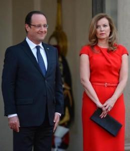 Francois Hollande cede e va a trovare Valérie Trierweiler in ospedale