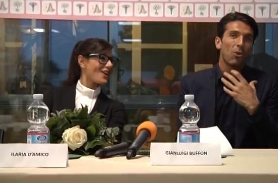 Ilaria D'Amico e Gigi Buffon: due modi diversi di reagire al gossip