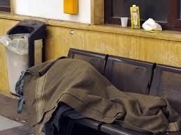 Genova, clochard presi a bastonate mentre dormono in piazza Piccapietra