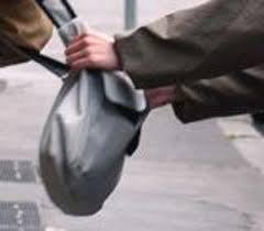 Roma, aggressione con scippo in via del Tritone: arrestata donna bulgara