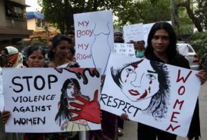 """India, giudice respinge denuncia stupro: """"Donna fa sesso a suo rischio e pericolo"""""""