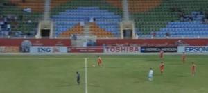 Calciatore iraniano non restituisce il pallone e segna