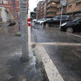 Roma. Quartieri allagati, città paralizzata: sottopasso Flaminia chiuso