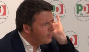 Matteo Renzi in conferenza stampa: non risponde a nessuna domanda (video)
