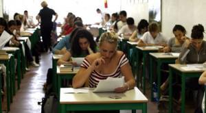 Scuola 2013: un po' più bocciati, in troppi abbandonano