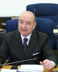Michele Picciano, ex presidente Consiglio Molise indagato: 6mila€ acqua e caffé