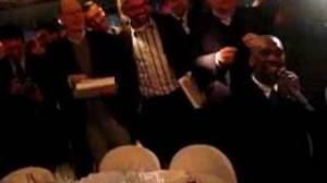 Milan, video storico: Clarence Seedorf canta per Silvio Berlusconi