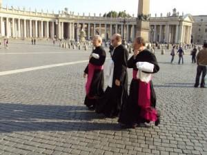 Monsignore dopo i 65 per i preti e per gli atei matrimonio concordatario nullo