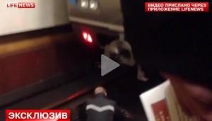 Mosca, investito dalla metro ne esce illeso (video)