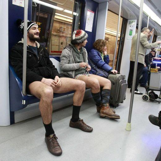 Migliaia in metro in mutande per No pants subway Ride (foto e video)8