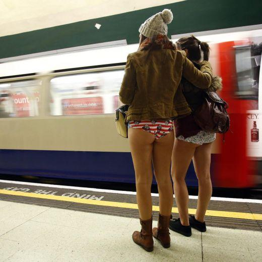 Migliaia in metro in mutande per No pants subway Ride (foto e video)3