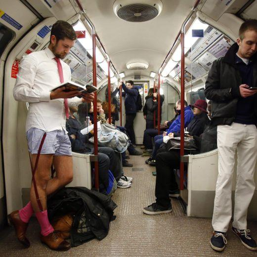 Migliaia in metro in mutande per No pants subway Ride (foto e video)2