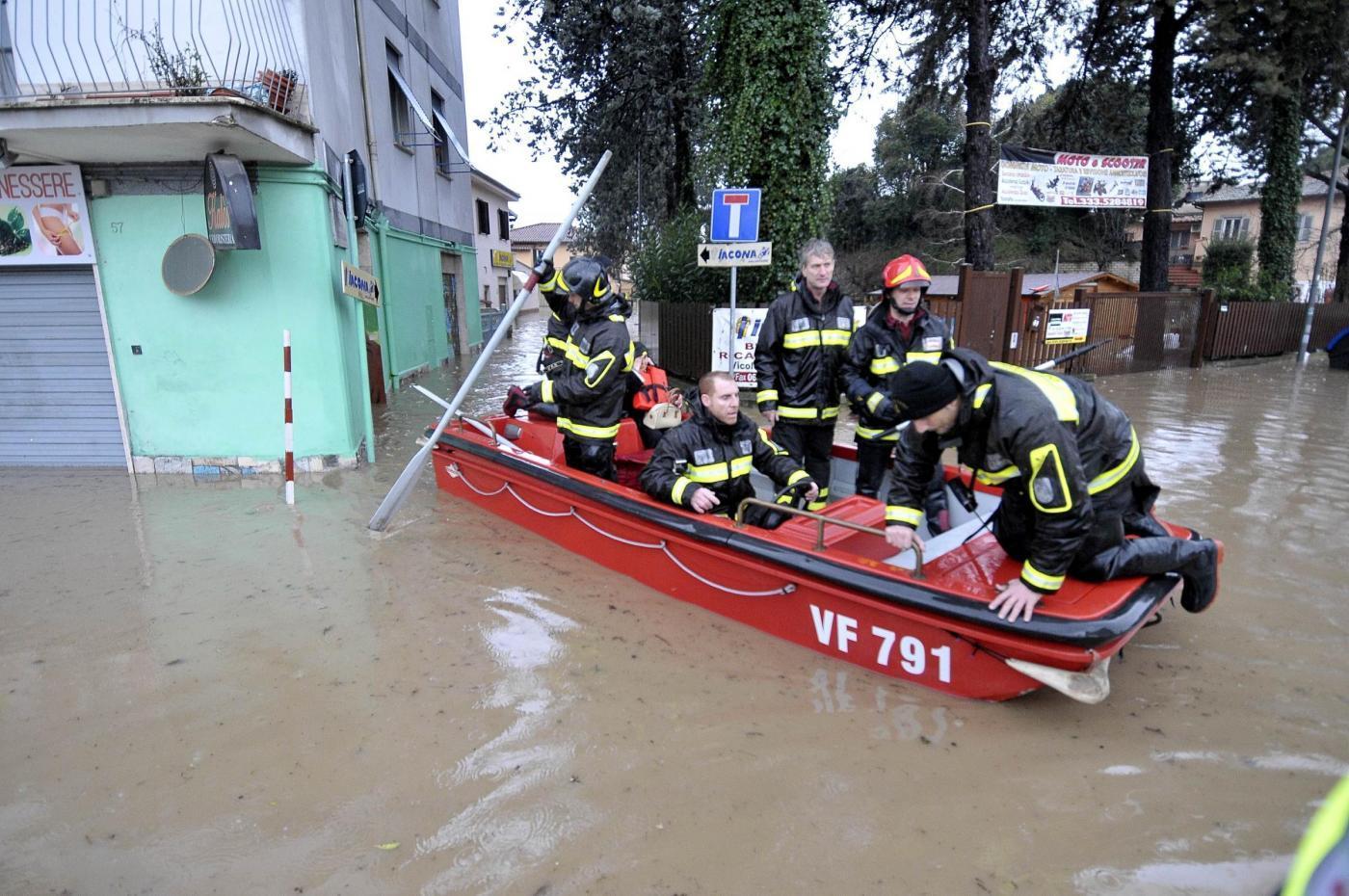 Nubifragio Roma: folgorato dipendente Centro immigrati folgorato, è grave