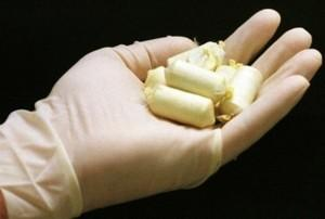 Ovuli di cocaina nel cadavere di un uomo: si cerca il destinatario della droga