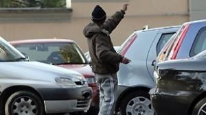 Roma, la gang dei parcheggiatori abusivi che tiene in ostaggio l'Eur