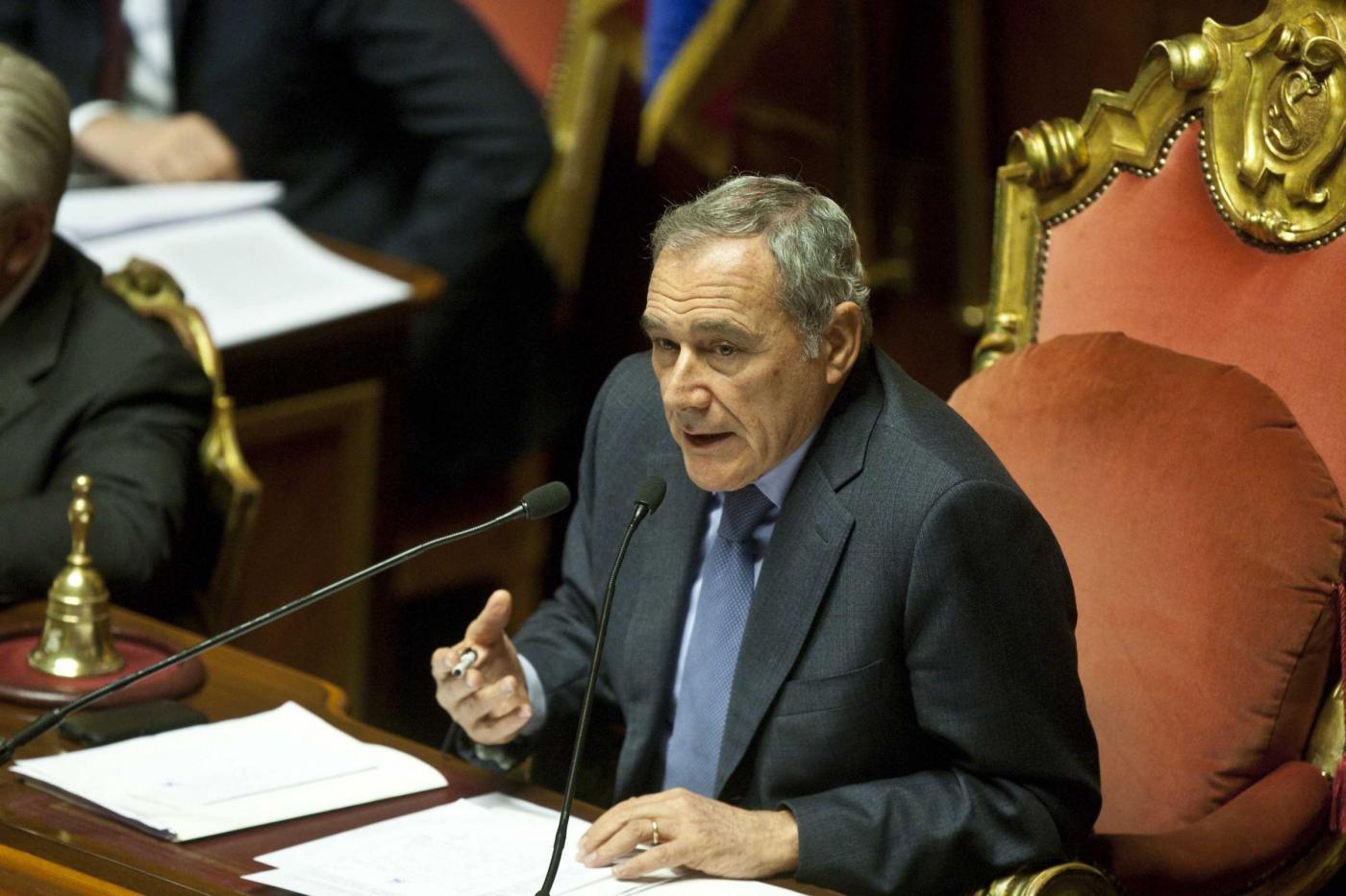"""Piero Grasso """"esperto di Aule"""". I parlamentari come i mafiosi?"""