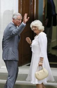 """Elisabetta, """"rimpasto"""" a Buckingham Palace: il principe Carlo verso il trono"""