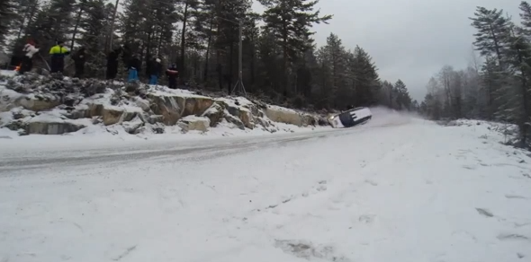 Norvegia, incidente di rally a 150 km/h: piloti illesi