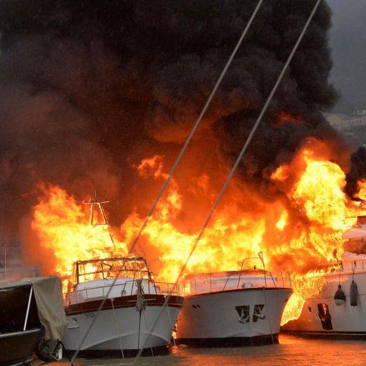 L'incendio a Rapallo (Foto Ansa)