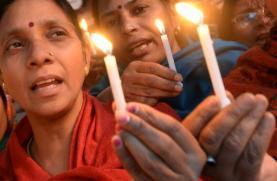 I congiunti della ragazza stuprata e bruciata viva