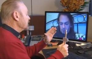 """Bob Larson, esorcista via Skype: """"Combatto il demonio in videochat"""" (video)"""