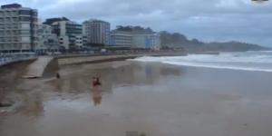 Spagna, donna travolta da un'onda a Sardinero