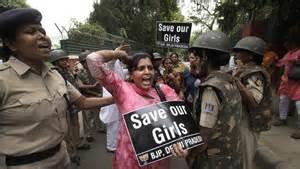 Protesta a New Delhi contro sfruttamento bambine