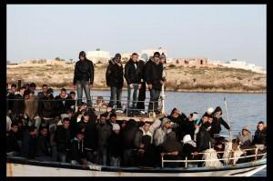 Lampedusa: navi della Marina soccorrono quattro imbarcazioni