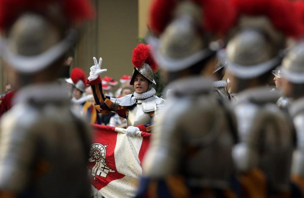 "Lobby gay in Vaticano, Becciu: ""Basta denunce anonime: chi sa parli"""