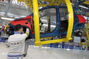 Mercato auto chiude il 2013 in calo dell'1,8%. A dicembre ripresa col 13,3%