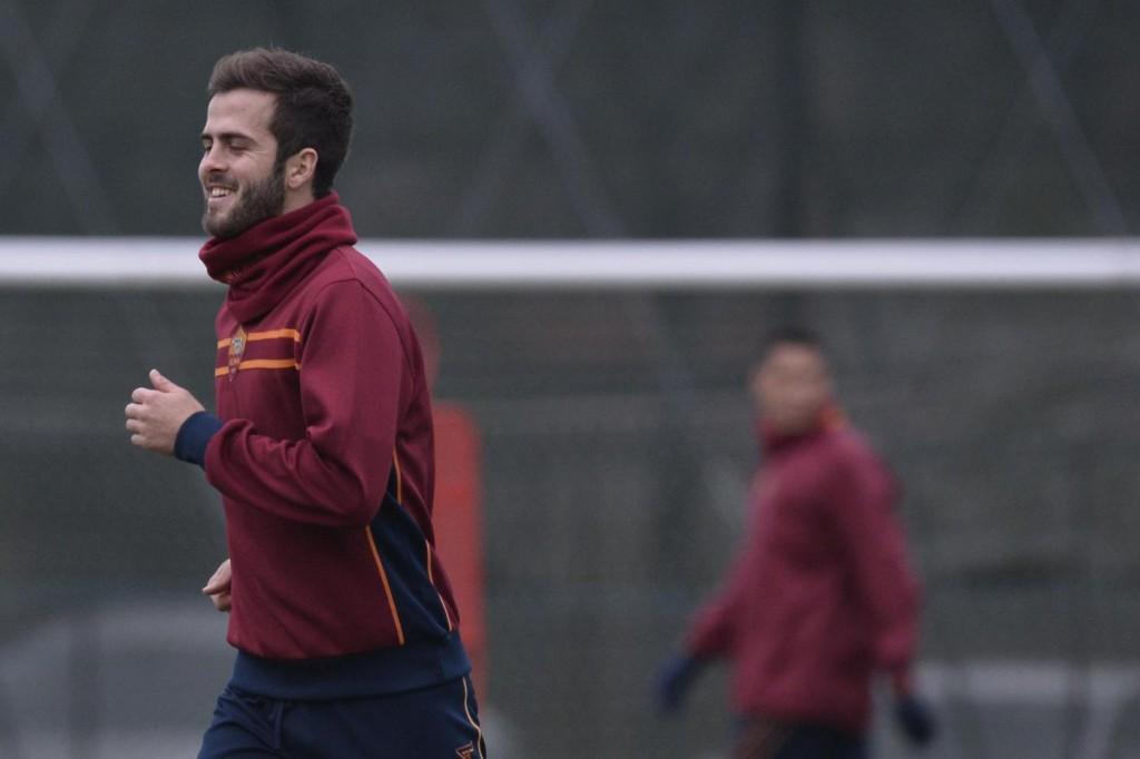 Calciomercato Roma, Psg stringe per Pjanic: soldi più Pastore