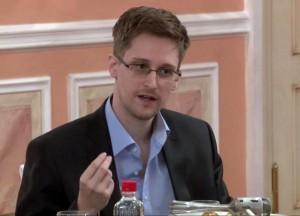 """Edward Snowden candidato premio Nobel per la pace: """"Ha reso il mondo più sicuro"""""""
